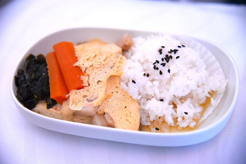 「和風ポークの卵ソース、豆腐、お野菜、ご飯」