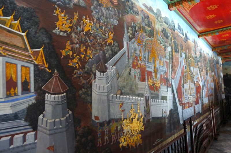 「ラーマーヤナー」の物語を描いた回廊の装飾画も必見