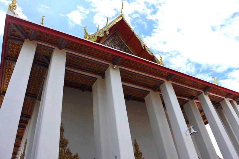 46mの涅槃像を安置する「ワット・ポー」の本堂へ