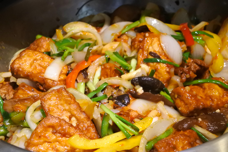 「焼きイカのイエローカレー」や「豆腐の上海ソース風味」も