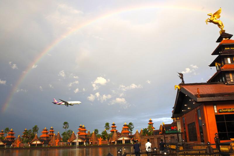 ちょうど虹がかかりこの世とは思えない光景に
