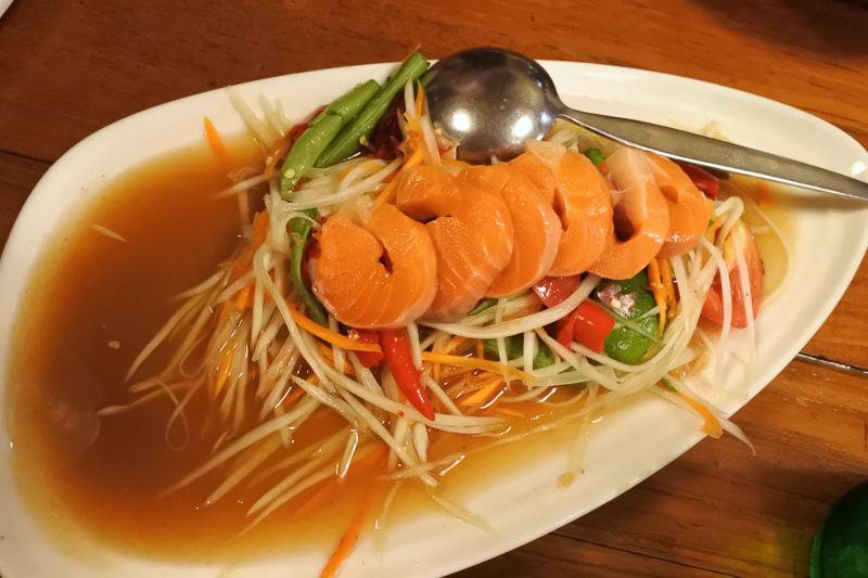 「海老の素揚げ」「イカカレー」「トムヤムクン」に「ソムタム」と食べたかったタイ料理が一度に味わえる