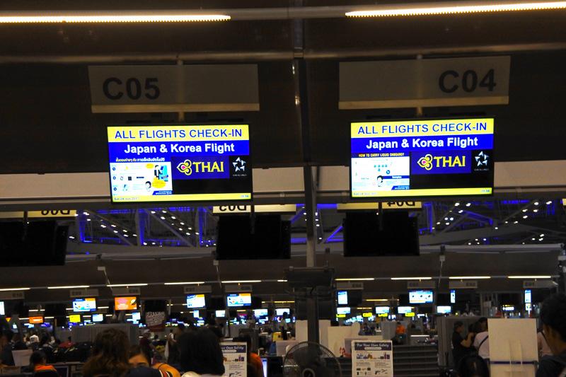 スワンナプーム国際空港のCカウンターは20時以降日本行きの便と韓国行きの便の専用カウンターとなる