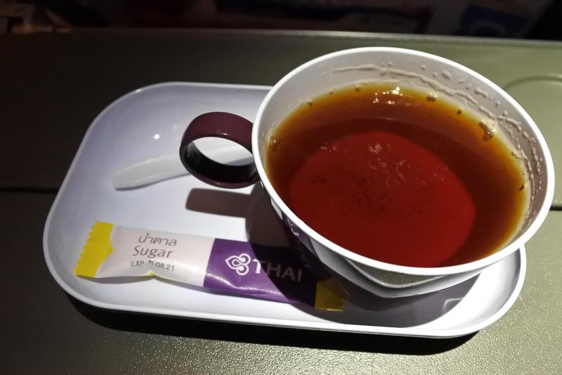 「サンドイッチ(カニカマ/セロリ)」と紅茶