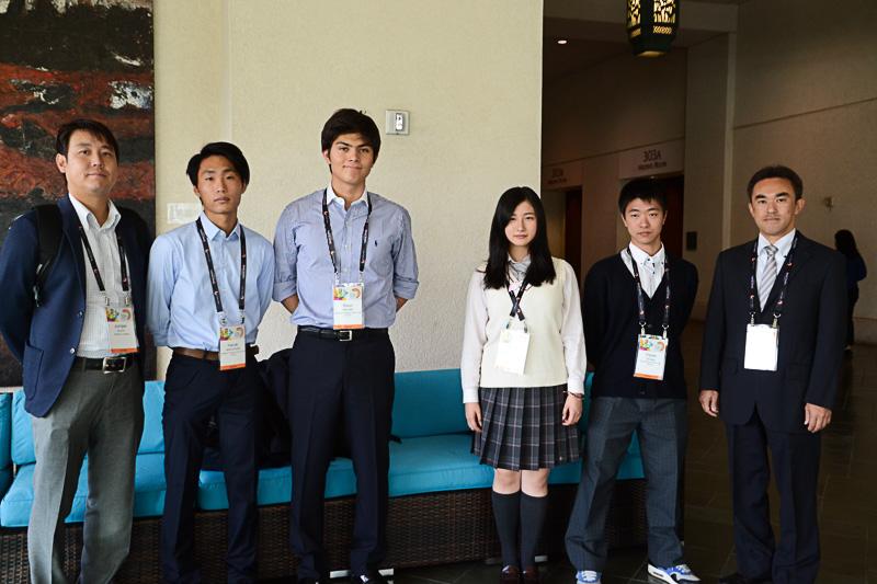 日本から参加した東京・早稲田大学高等学院(左)と北海道・立命館慶祥中学校・高等学校(右)の皆さん