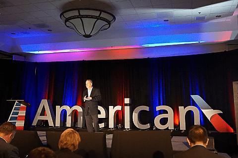 アメリカン航空、「Media and Investor Day」開幕。ULCCとLCCに対抗する料金「エコノミー・ベーシック」導入 ダラス・フォートワース空港近くのホテルで行なわれたAmerican Airlines Media and Investor Day
