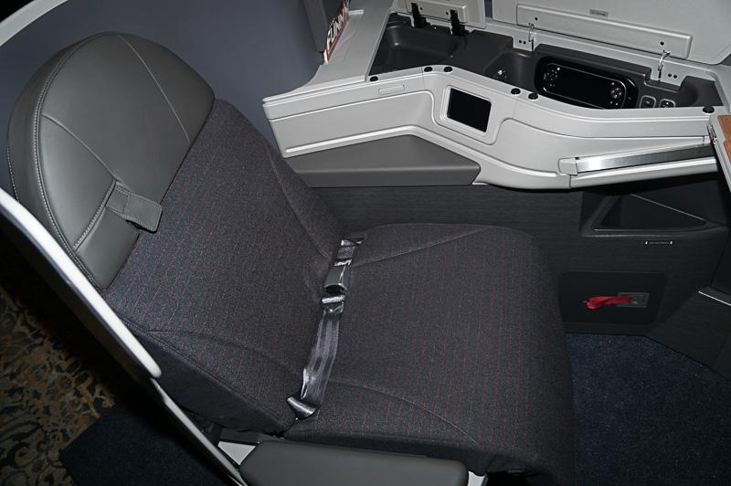 ボーイング 787-9型機のビジネスクラスシート、フルフラットにもなる