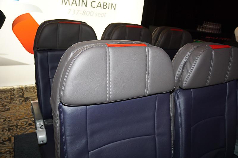 ボーイング 737-800型機用の新シート、シートピッチは31インチ(約79cm)