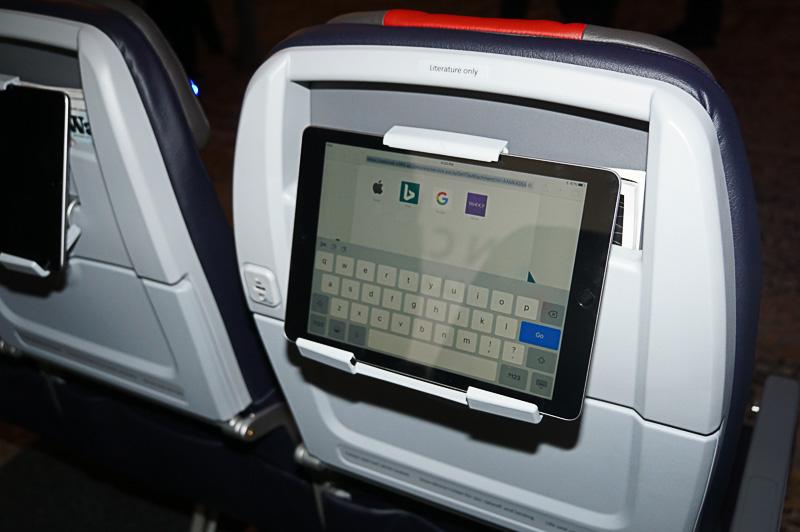 ボーイング 737 MAXシリーズ用のシート、シートピッチは30インチ(約76cm)