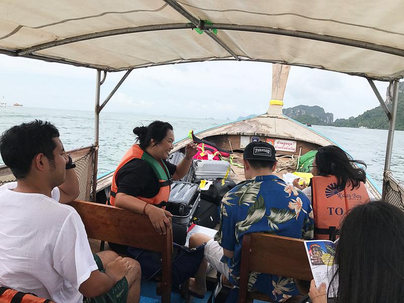 ロングテールボートはタイの水上タクシー