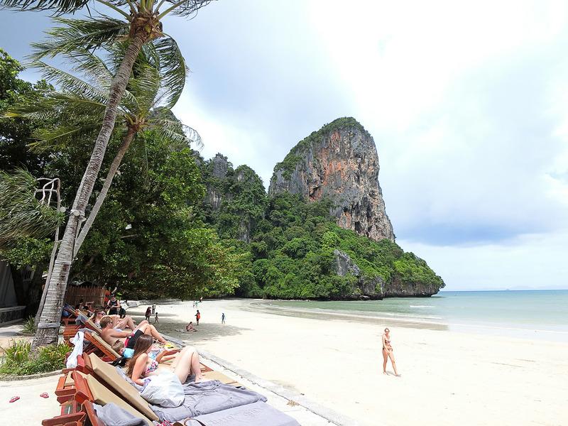 この「ライレイ ウェスト ビーチ」はクラビでも人気のあるビーチの一つ