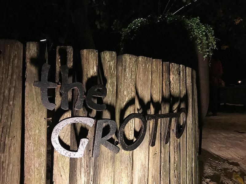 ディナーはこちらの「the GROTTO」で