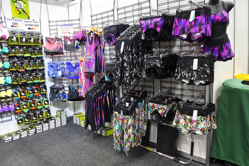 大会のロゴ入りTからバッグやマラソン時に携帯しやすい各種アイテムが買い足しできる