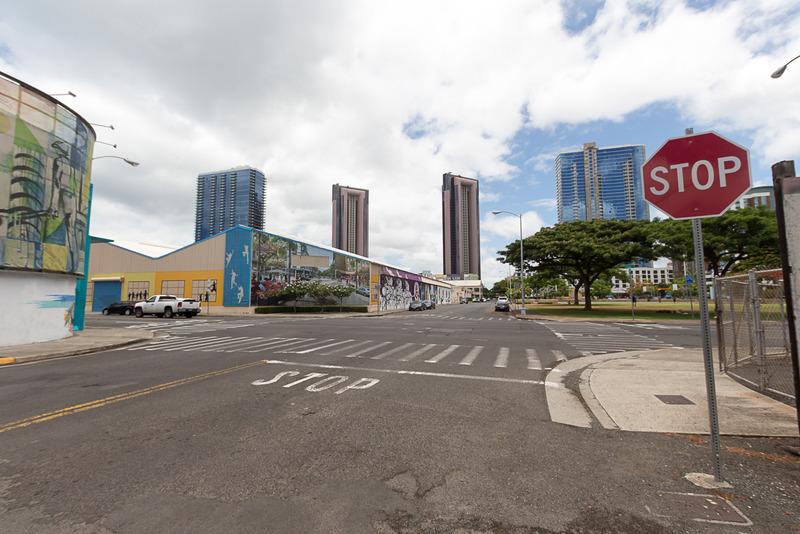 ボフカイナ・ストリートとクック・ストリートの交差点。周辺は多くの作品が描かれている