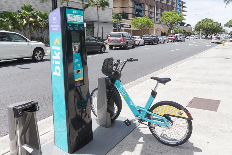 自転車をレンタルできる「Biki」のステーション。自転車は前カゴと変速機付き