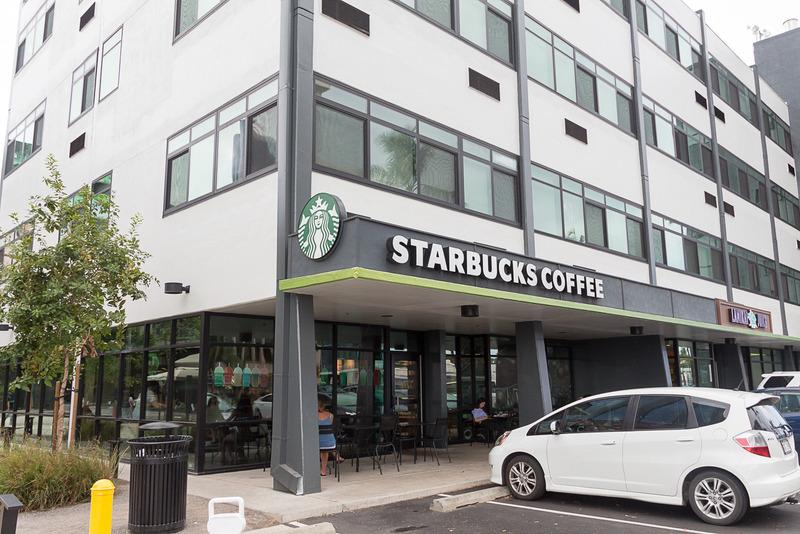 安定品質の「スターバックス コーヒー」もその隣にある