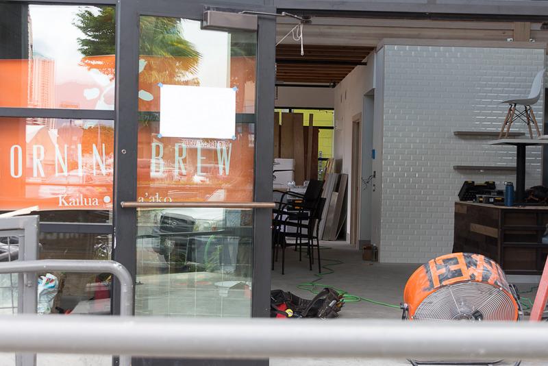 オープンを控え、工事中の店舗もちらほらあった