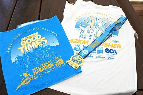 オーストラリアの2つの都市とフルマラソンを体験! ブリスベン&ゴールドコースト4泊5日のよくばり旅(その4) 完走者に配布されるメダル、Tシャツなどの記念品