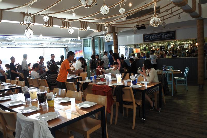 「第39回ゴールドコースト・マラソン」日本事務局が主催するアフターパーティーの会場となった「Helm Bar & Bistro Surfers」