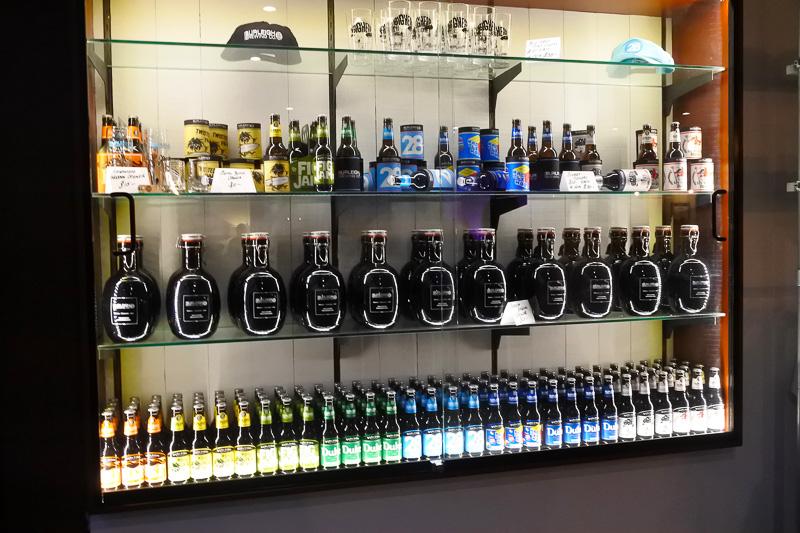 気に入ったビールはその場で飲むのはもちろん、瓶で購入も可能。また、少量生産分はスペシャルな瓶入りで持ち帰りも可能だ