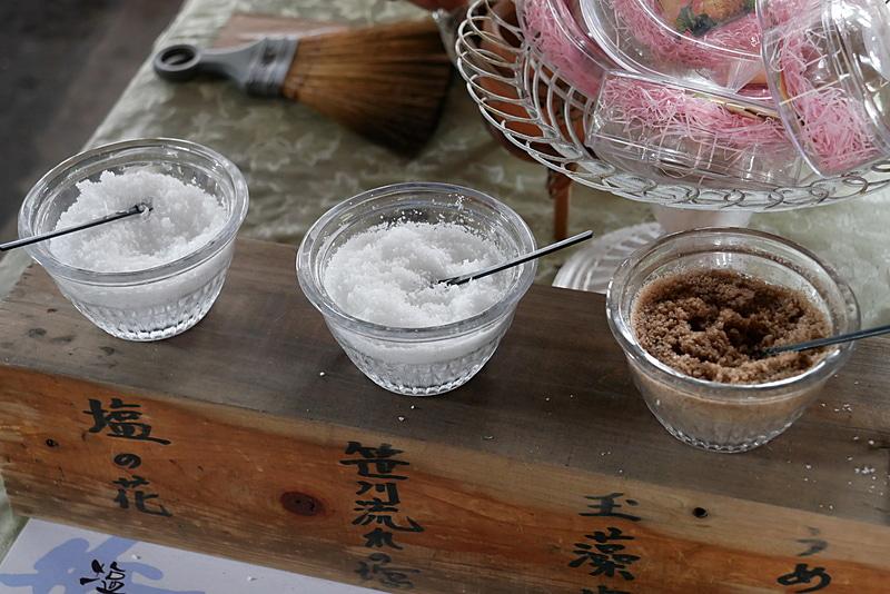 作られた塩は、実際に試食できる
