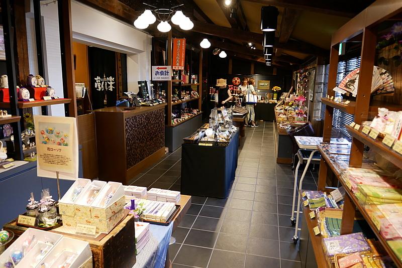 酒田市観光物産館では、酒田市周辺の特産品を販売