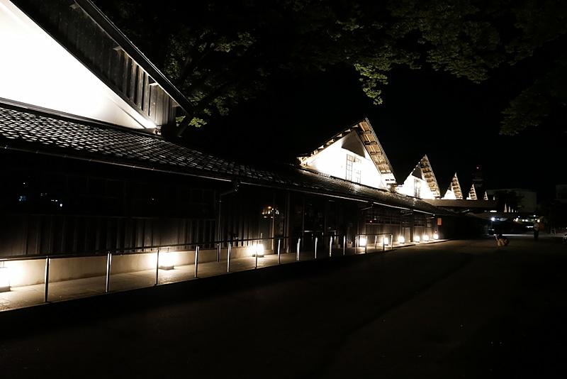 夜は通年でライトアップを行なっている。昼とは異なる幻想的な雰囲気が楽しめるので、酒田市内で宿泊する場合にはこちらも必見だ