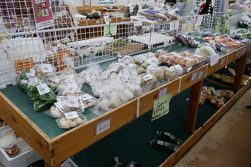 こちらは、地物野菜の直売所「ひまわりの会」