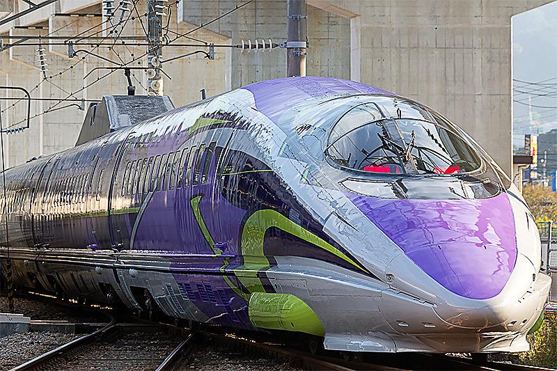 観光列車コース「24の列車で繋ぐ じっくり日本列島縦断10日間」で乗車する「500 TYPE EVA」