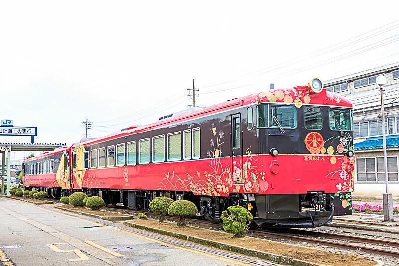 七尾線 金沢駅~和倉温泉駅間を運行している花嫁のれん(オプション販売)