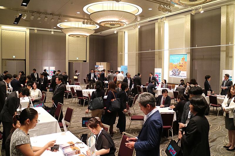後半はドバイのエアラインやホテルといったセラーと日本の旅行業者とのワークショップが行なわれた