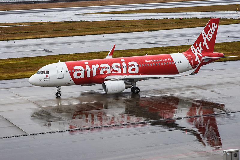 エアアジア・ジャパンの初便(DJ1便)。出発が遅れたが、遅れたことによって天候が急速に回復し、雨がほとんどやんだ