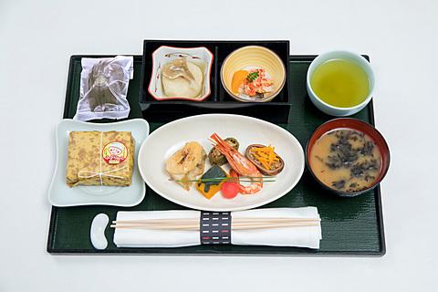 JAL、「新・JAPAN PROJECT」の地域紹介シリーズで道東を中心とした「北海道」を特集 「新・JAPAN PROJECT」の地域紹介シリーズで「北海道」を特集。11月の国内線ファーストクラスでは道東の食材を使った機内食を提供する。写真は11月上旬に提供するメニュー
