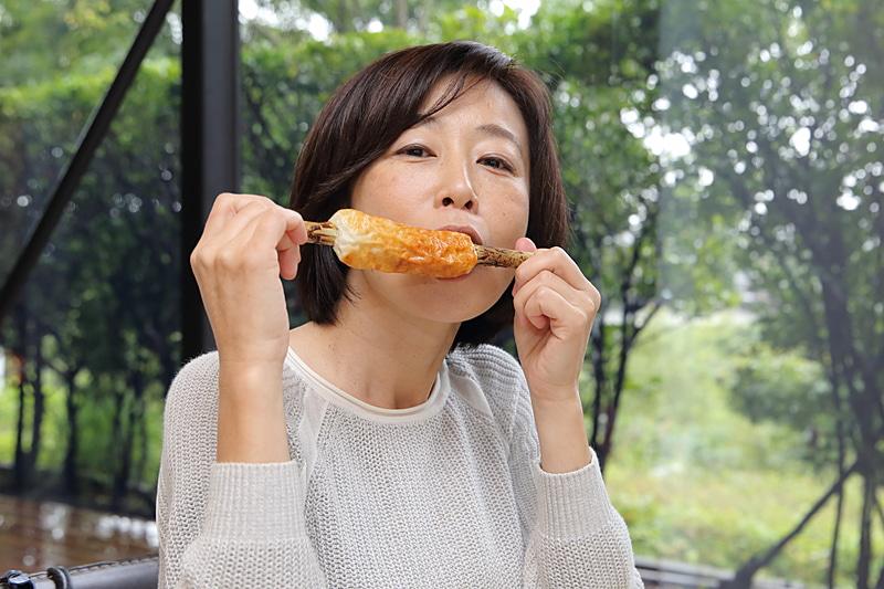 焼き立てつくりたてのちくわはやはり美味しい~。ふだん食べるちくわより旨味が濃いのか甘さも風味も強く感じられた