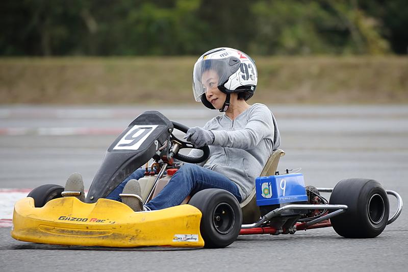 カートコースはFISCO本コースの縮小版になっている。カメ走行だってレーサー張りの走りだって楽しめる気軽なカート体験は、ドライブついでに「軽~く、ひとっ走り」にうってつけ。