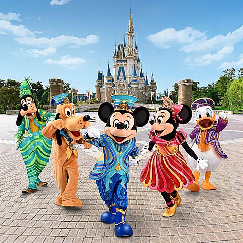 """東京ディズニーリゾート35周年""""Happiest Celebration!""""のコスチュームを発表 「東京ディズニーリゾート35周年""""Happiest Celebration! """"」の新コスチューム"""