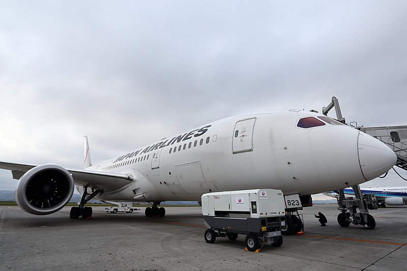 チャーターフライトではJALのボーイング 787-8型機を使用した