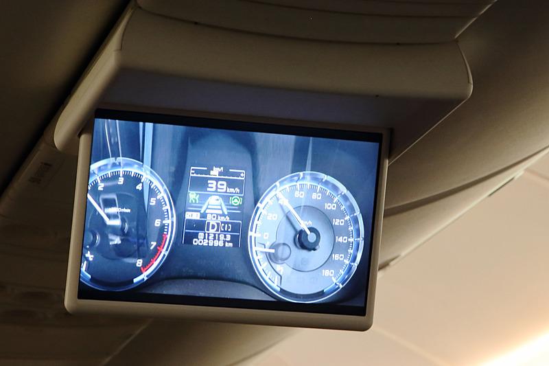 CAの目黒誠子氏、杉原久乃氏が「レヴォーグ」に試乗、運転支援技術「アイサイト・ツーリングアシスト」を体験する様子が紹介された