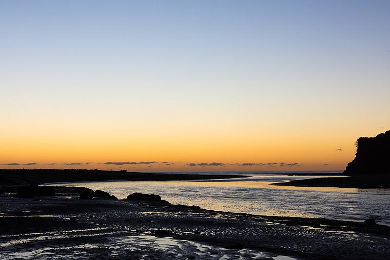 スリー・シスターズ・アンド・エレファントのビーチを訪れたタイミングは、マジックアワー&潮が徐々に引いて干潮目前という最高の条件。美しい景色の出会いに心も躍る