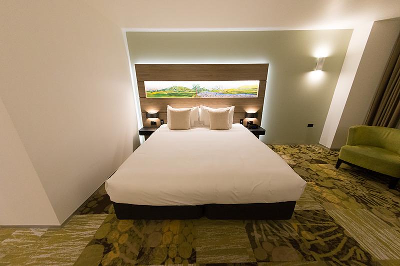 部屋の名前のとおりキングベッドが1台。部屋の定員は2名