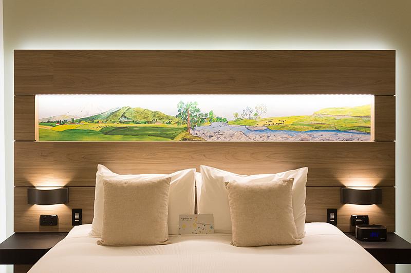 ベッドの背後のデザインも自然豊かなニュージーランドらしい