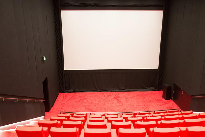 62席のシアター。期間を区切って、さまざまなフィルムを上映している