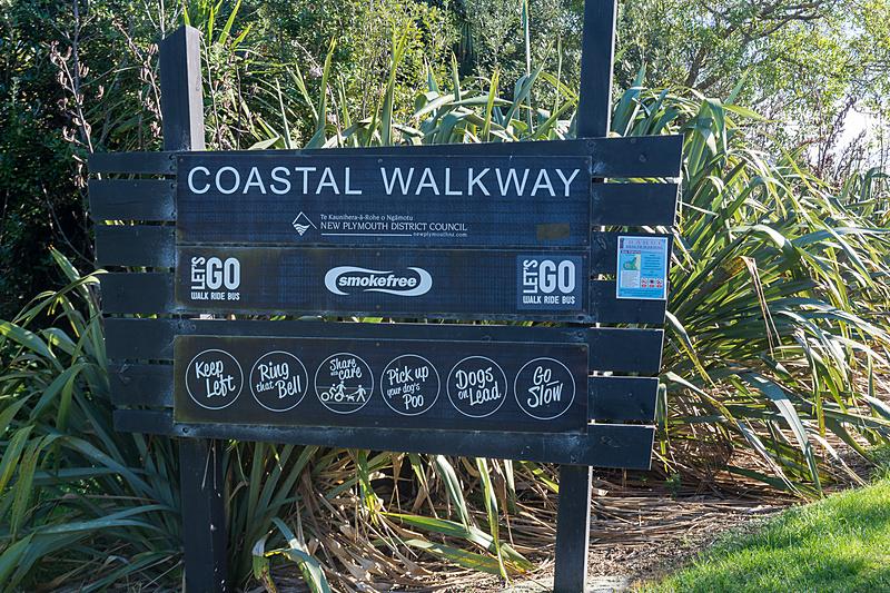 ニュー・プリマス・コースタル・ウォークウェイ(New Plymouth Coastal Walkway)は東西約10kmの遊歩道で、Wind Wandはレン・ライ・センターからそれほど離れていない場所にある