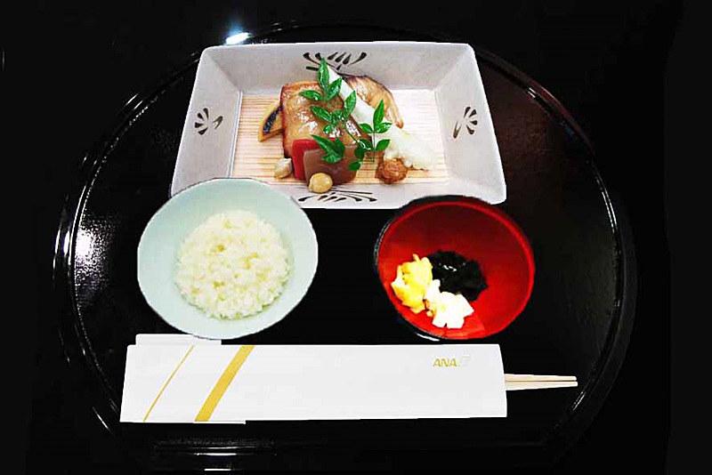 青森県立五所川原農林高校のお米を使った機内食