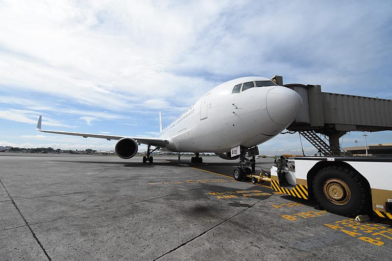 出発を待つJL746便(ボーイング 767-300ER型機)