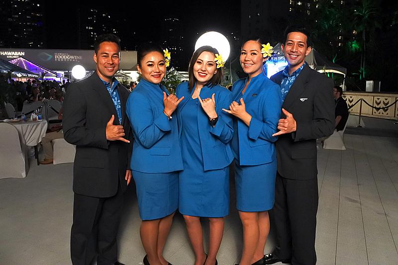 ハワイアン航空のCA(客室乗務員)との記念撮影も可能だった