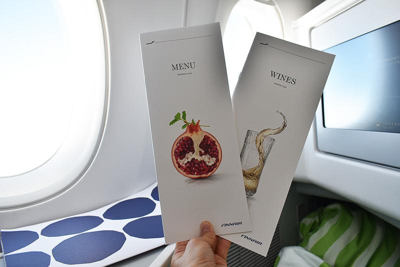 機内食メニューとワインリスト