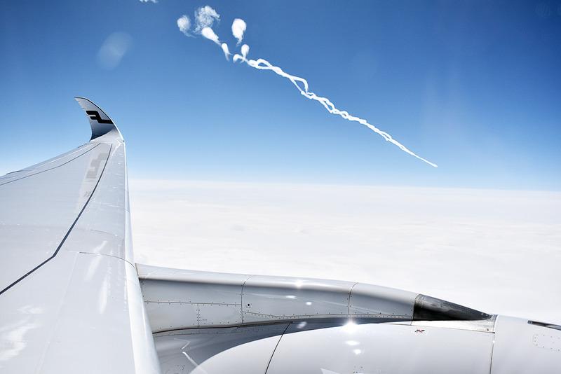 飛行機の中から見る飛行機雲!