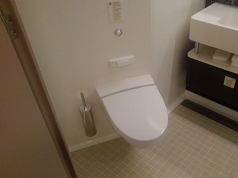 トイレの座面は大きくて座りやすい