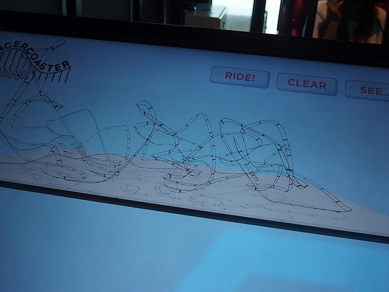 VRなので物理的に無茶なレーンでも走行可能